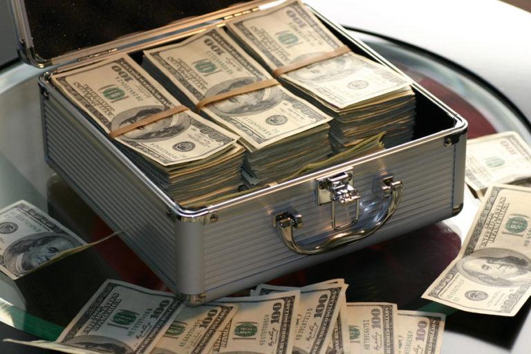 5万円が落ちていたら拾いますか?